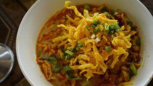 Zanahorias guisantes y brócoli en salsa de curry de coco